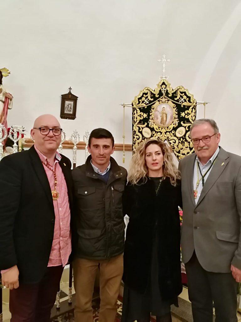 """La Hdad. de """"El Patrás"""" impone la medalla al presidente de Sta Eulalia de Mérida"""